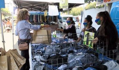 La Regidoria de Consum, Comerç i Mercats desplega la campanya Plàstics Zero als Mercats de Lleida, per eliminar les bosses de plàstics als mercadets